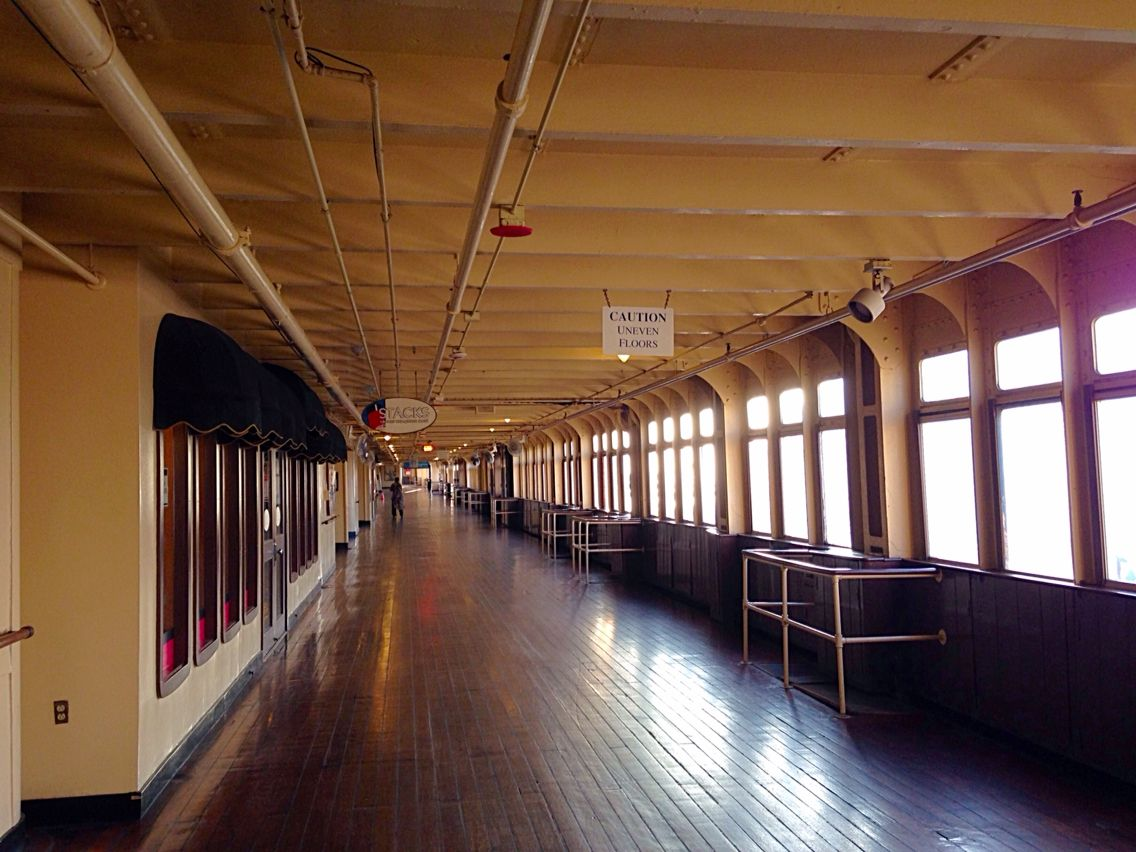 Rms queen mary promenade deck ocean liners pinterest for Caminetti in stile spiaggia
