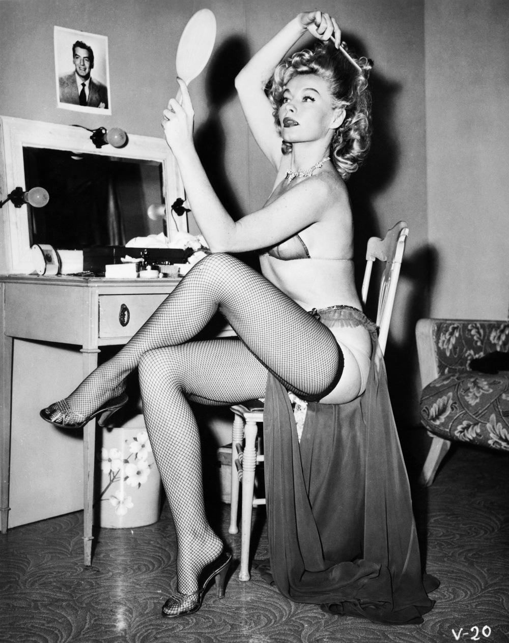Lili St. Cyr naked (23 photo), Sexy, Cleavage, Selfie, braless 2020