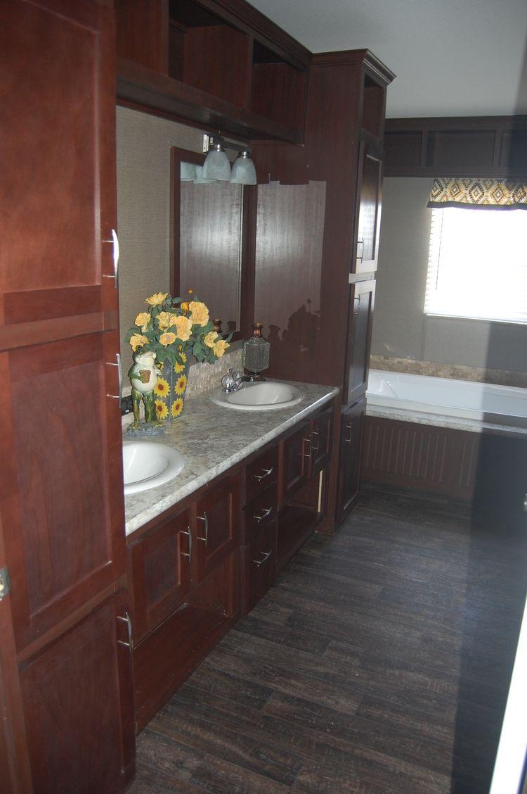 Pecan Valley 3 Master bathroom | New mobile homes ...