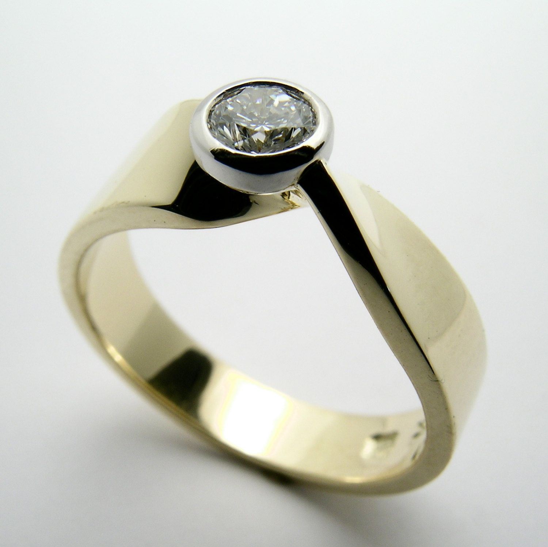 1/3 carat Canadian Diamond Eternal Twist 18k gold and