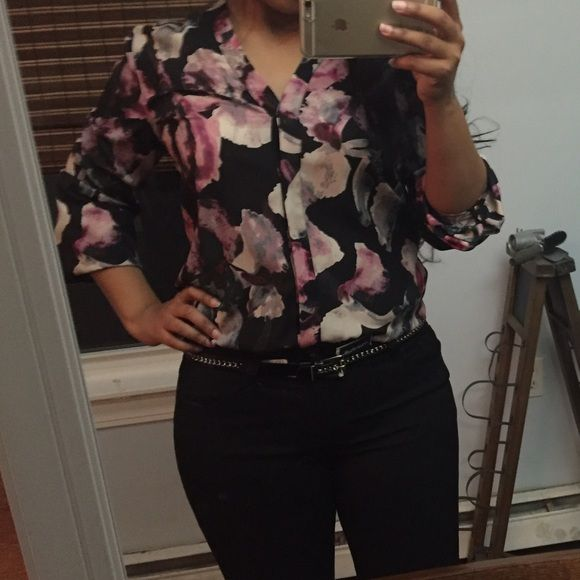 Floral top Worn once. Its long, i had it tucked in in these pictures. Long sleeve. Small fits like medium Tops Blouses