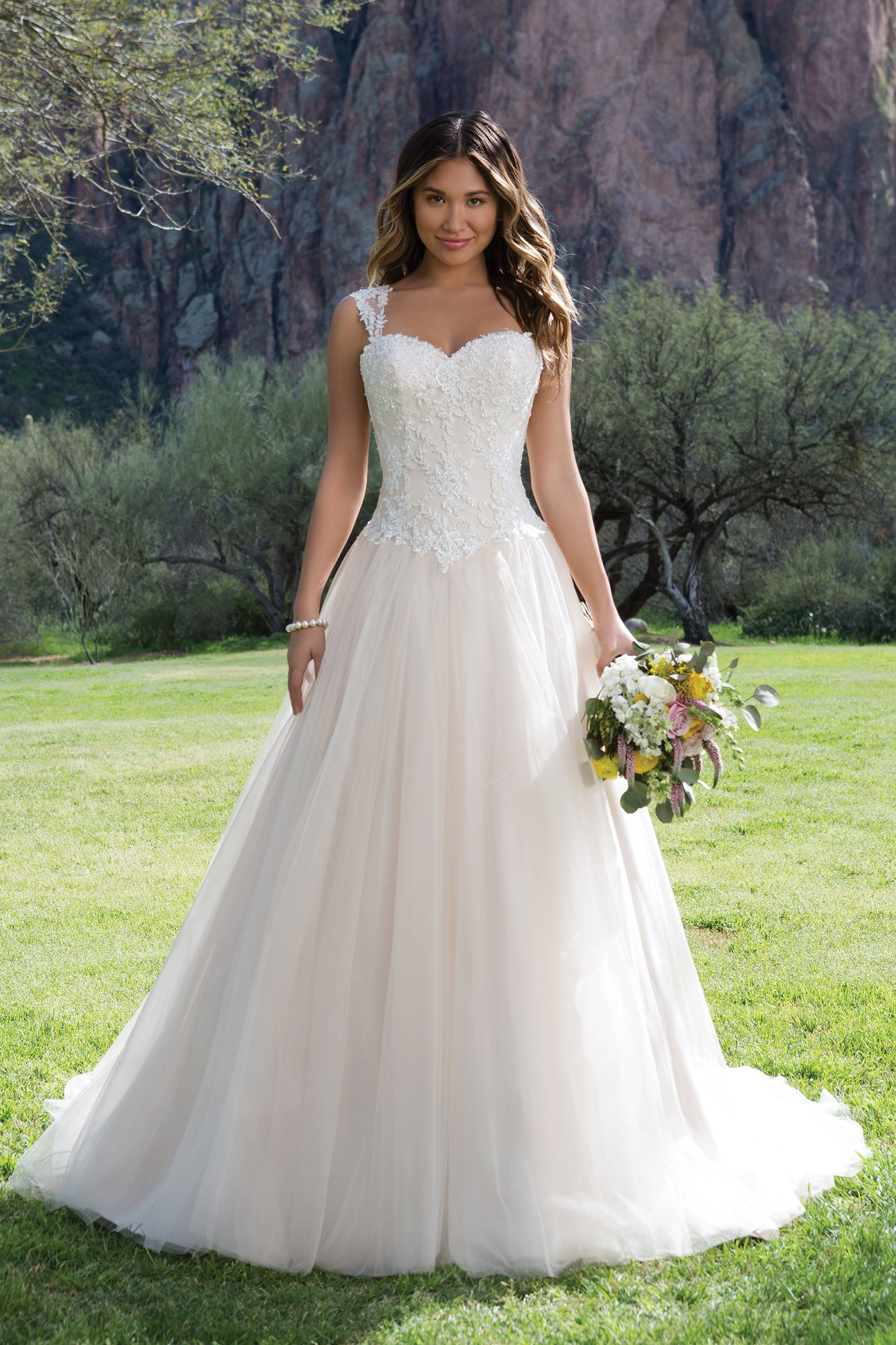 Sweetheart Gowns 1141 Ivory Size 22 Sweetheart Neckline Ball Gown