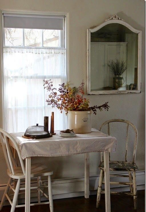 Reminds me of my great-grandmother\'s kitchen table | Cottage look ...