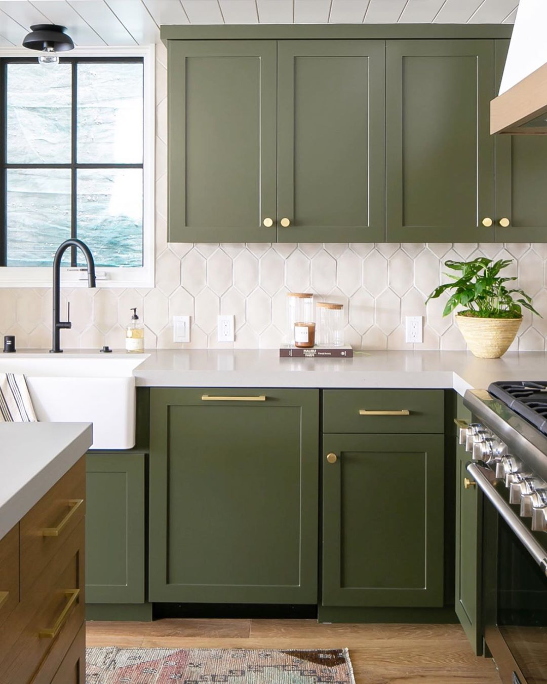 Brooke Wagner Design On Instagram Usually The Island Is The Focal Point Of The Kitchen But In Thi Bold Kitchen Green Kitchen Cabinets Kitchen Cabinet Design