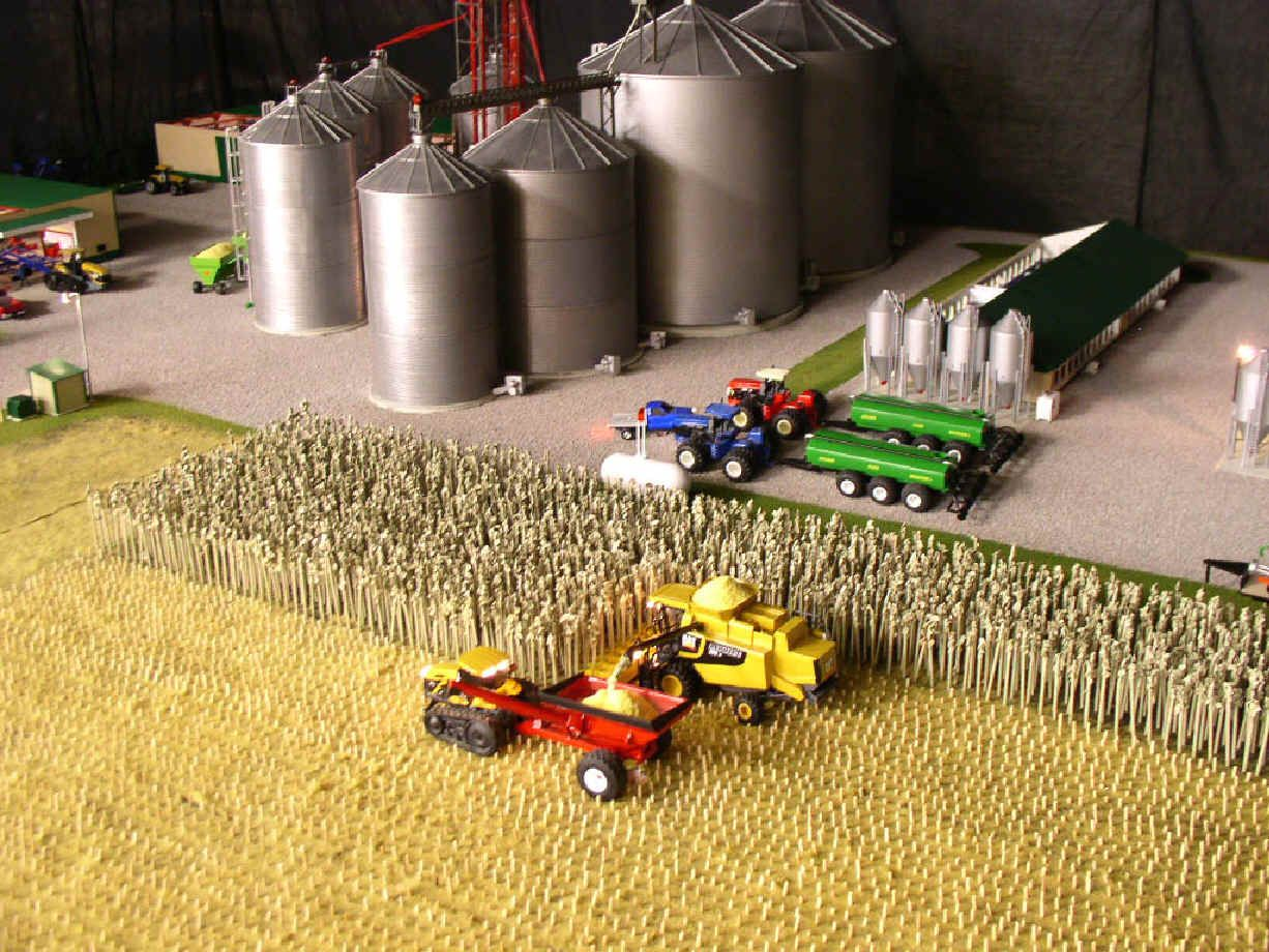 National Farm Toy Show in Dyersville, Iowa  | Farm Toys