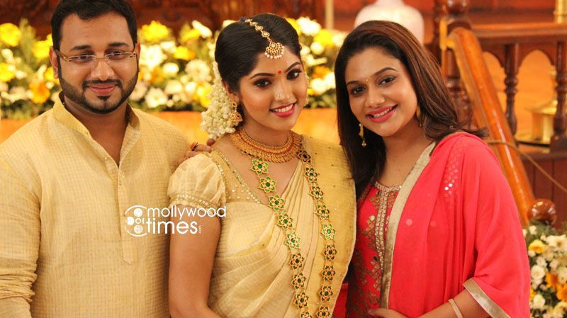 Muktha And Rinku With Rimi Tomy Kerala Bride Pinterest