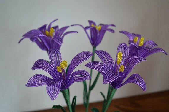 6 handgefertigt französische Perlen-Blumen Lilien in dunkel lila Lilienblume