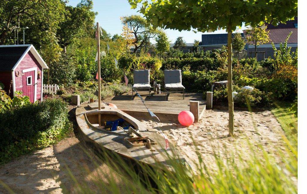 Familiengarten planungs beispiele segelboot highlights und g rten - Gartengestaltung reihenhaus ...