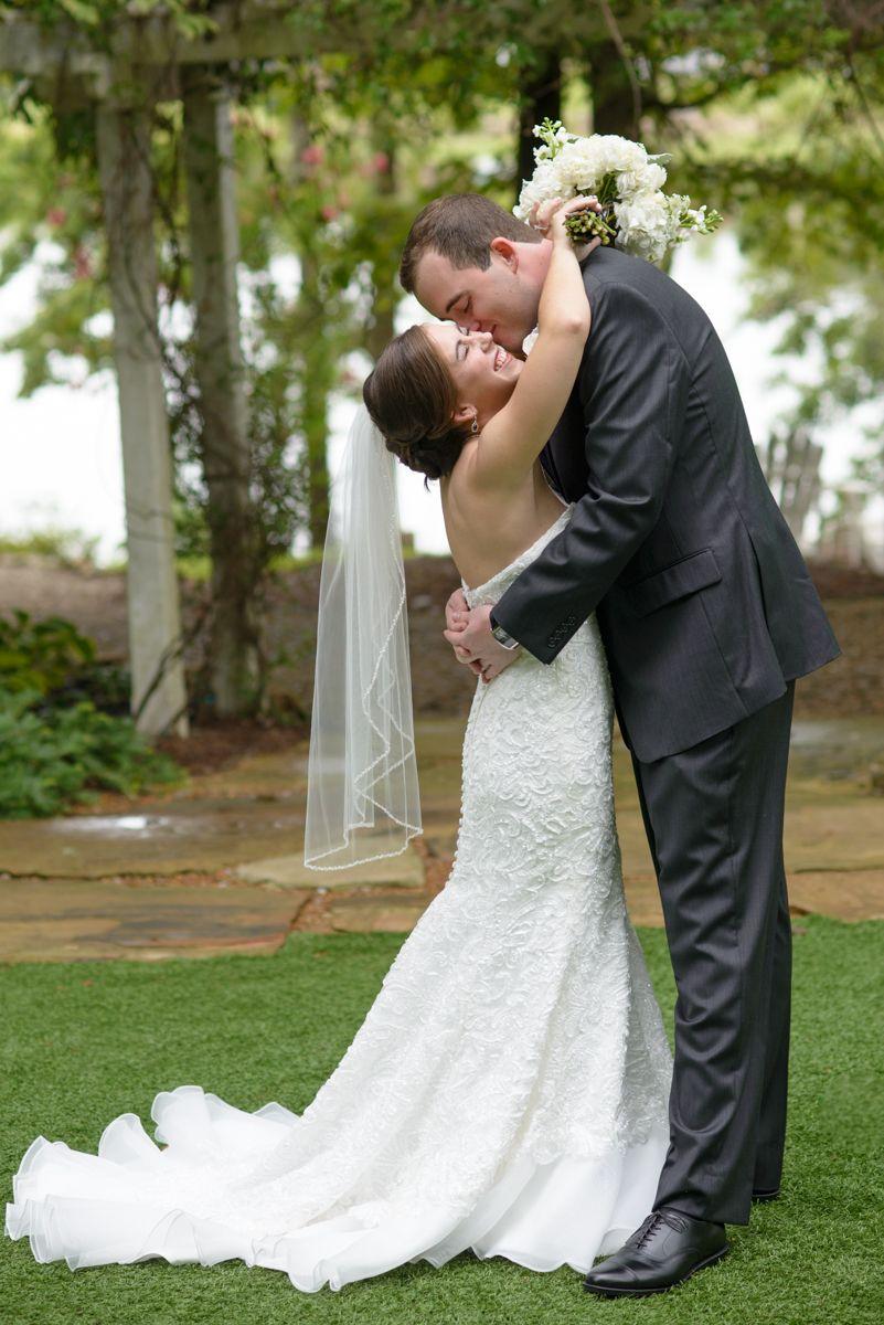 Tall Groom Short Bride Short Bride Bride Poses Wedding Photos Poses [ 1200 x 801 Pixel ]