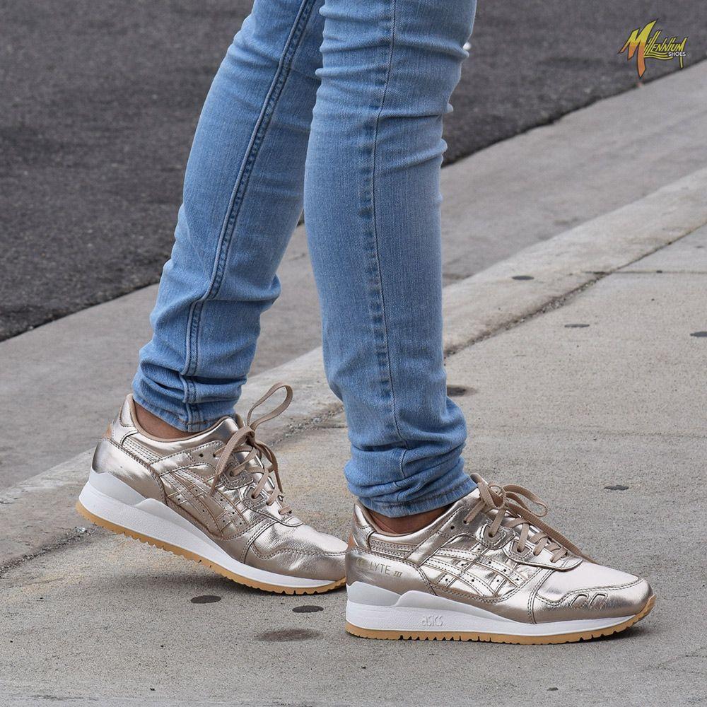 Ladies Reebok Tennis Shoes