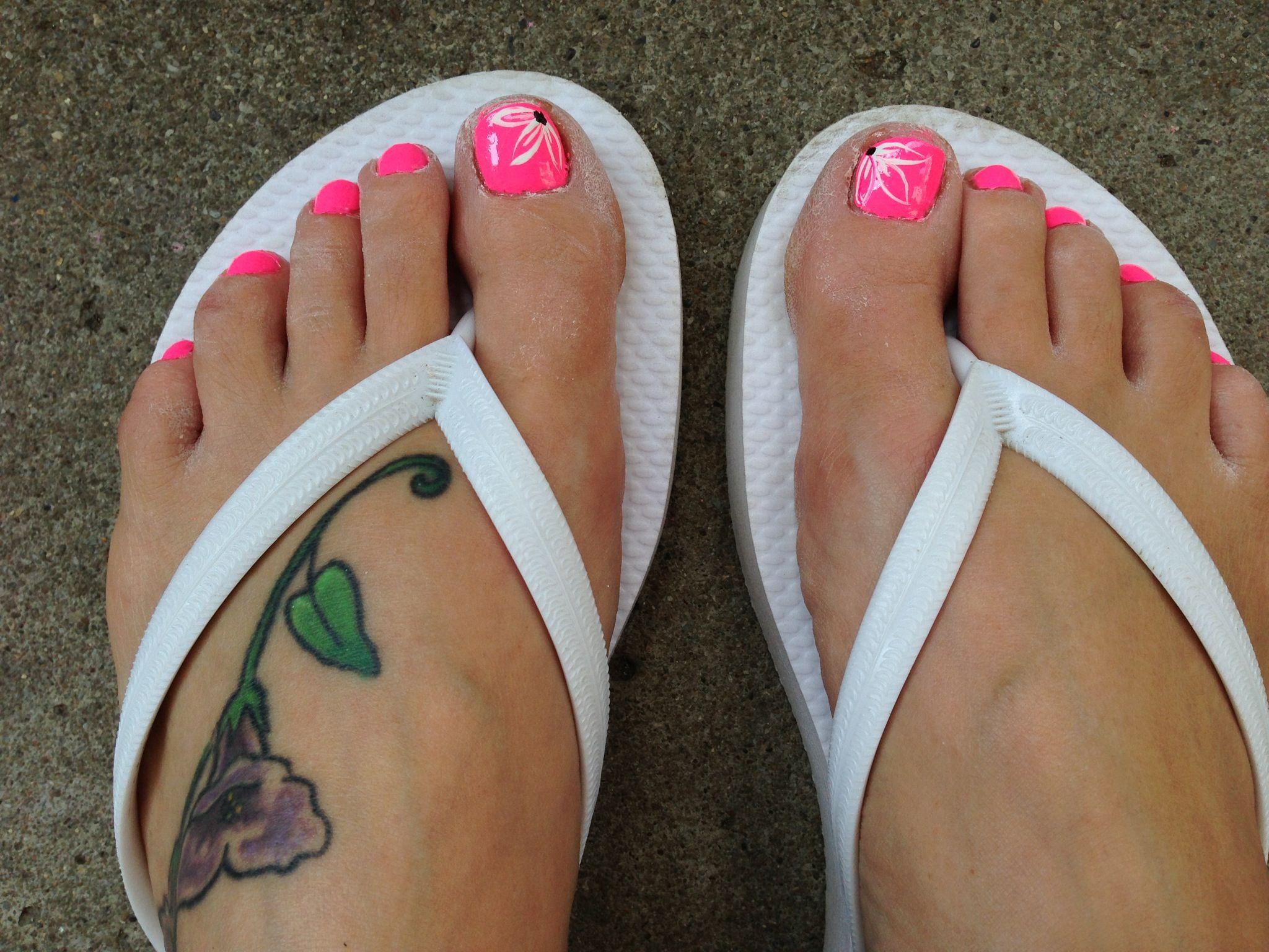 Toe nail flower design. | Nail creations | Pinterest | Pedicures ...