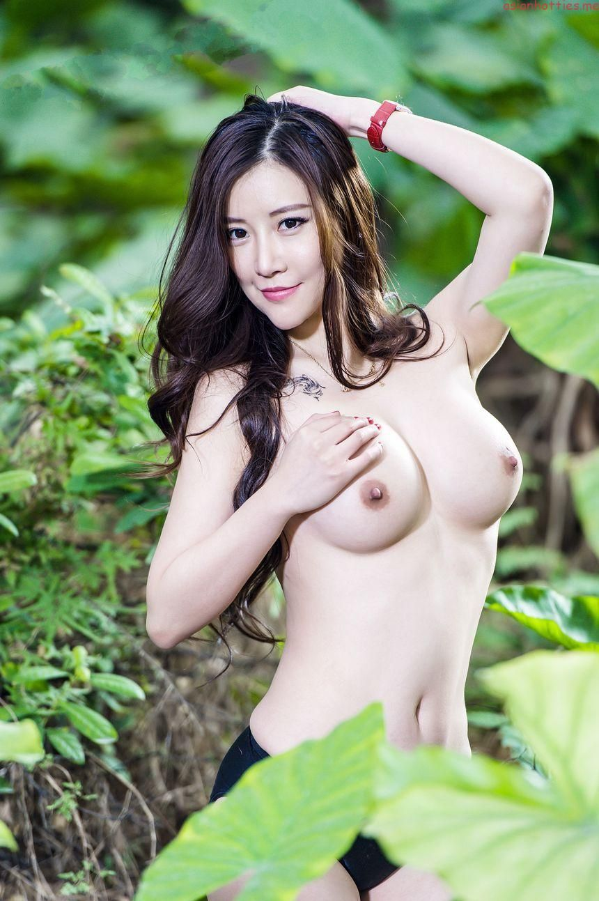 nude chinese outdoor models