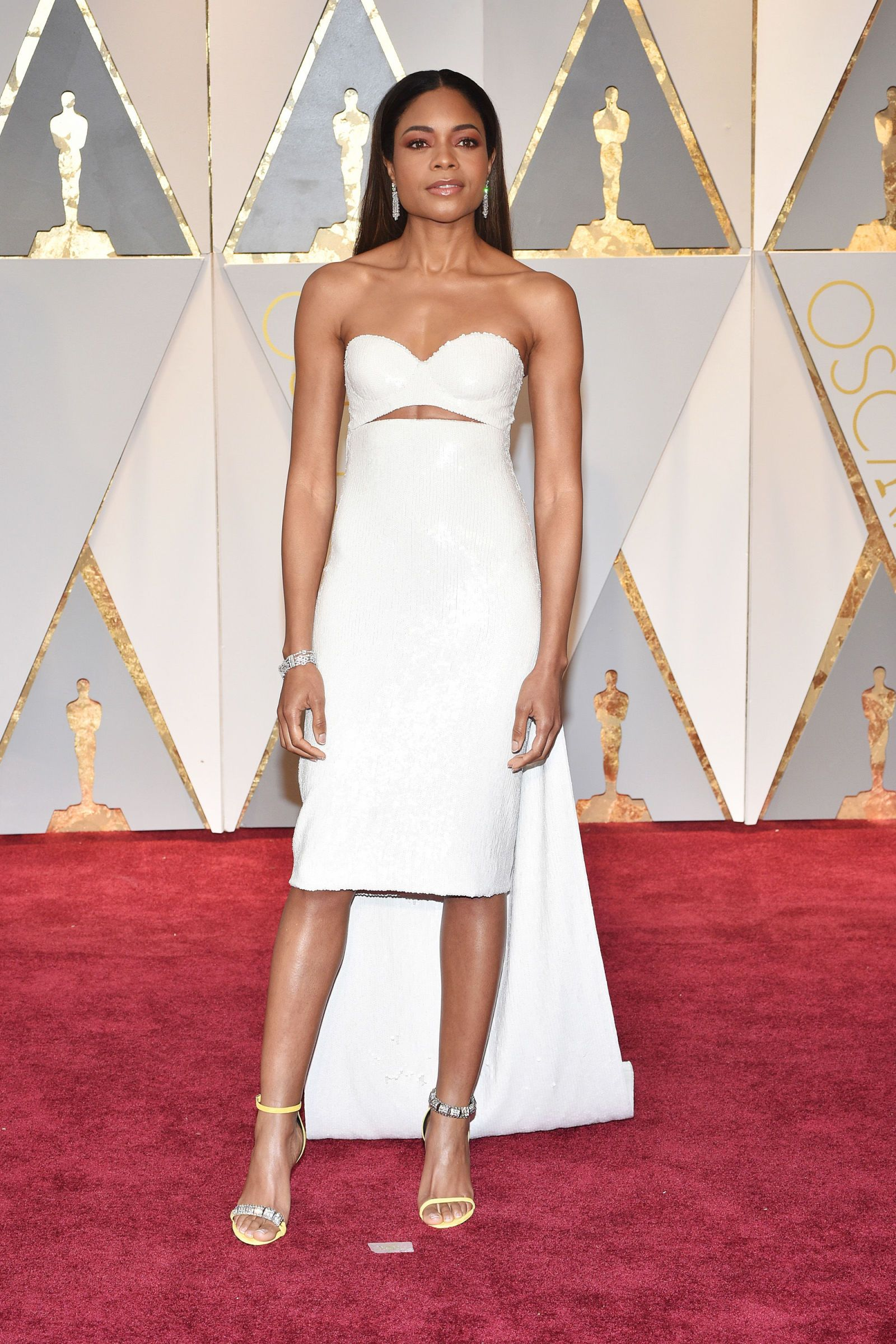 Naomi Harris Looks Stunning In This Whiteweddingdress Inspired Gown Oscars2017