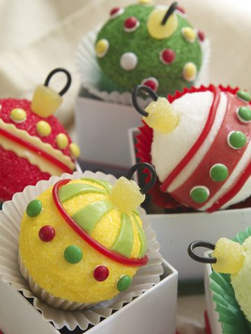 Cupcake Boule De Noel Ornament cupcakes | Christmas cupcakes, Christmas treats, Holiday