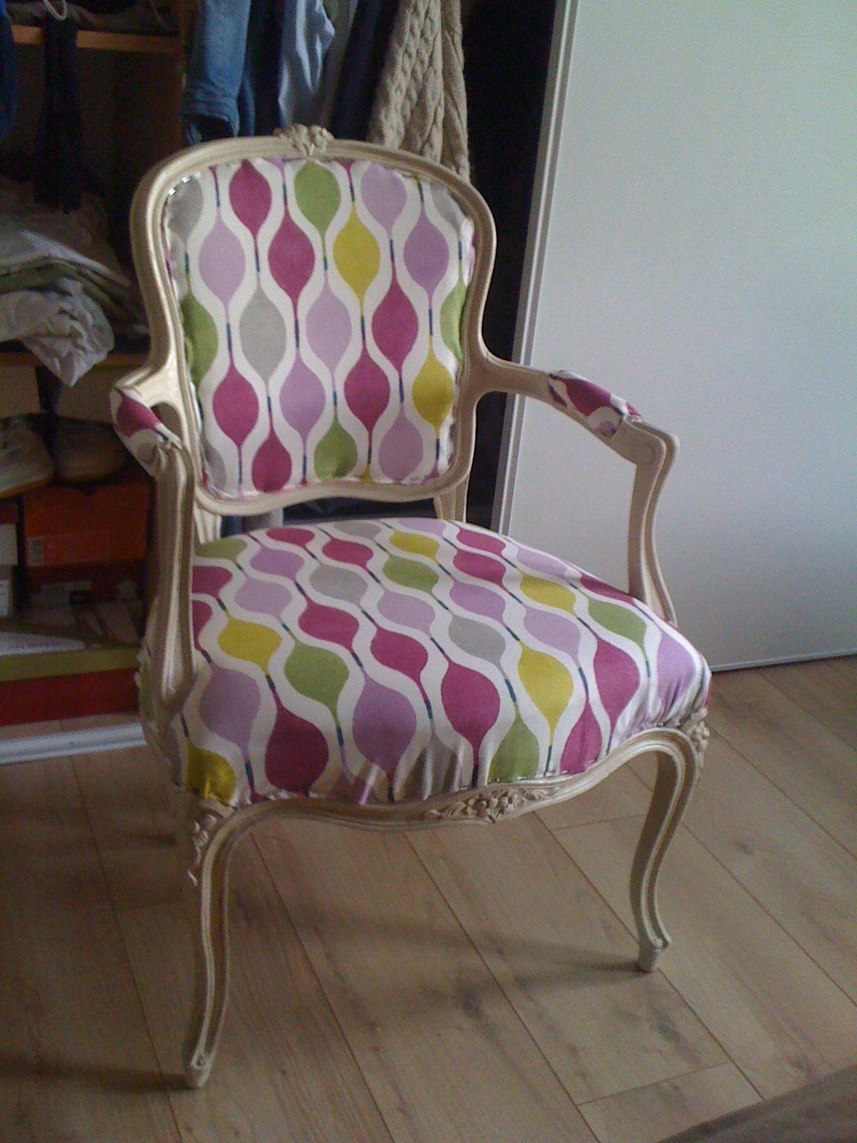 fauteuil de mamie relook mes petites cr ations pinterest fauteuil tapisserie et relooking. Black Bedroom Furniture Sets. Home Design Ideas