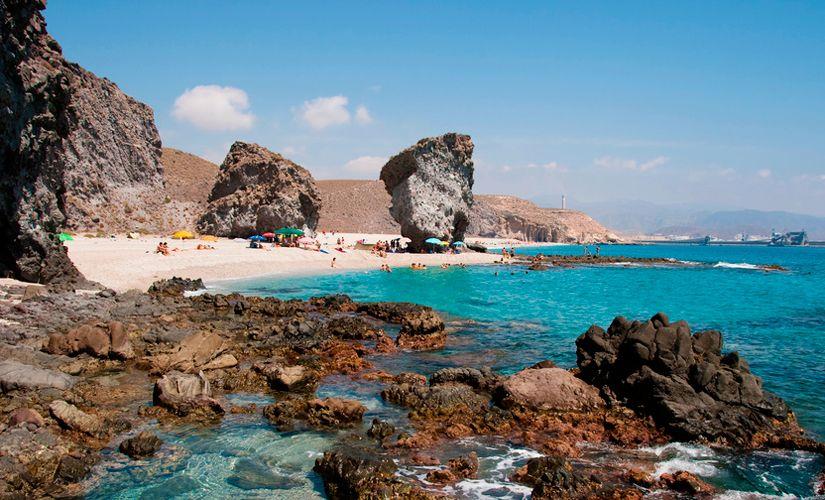 Pequeños pedazos de paraíso que todos deberíamos conocer: playas y calas que bañan nuestro litoral mediterráneo...Cala Pola, Playa Valdevaqueros, etc