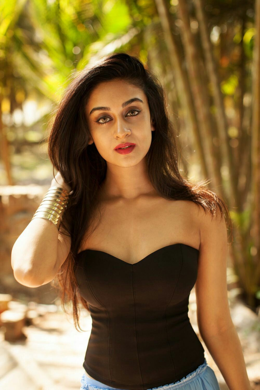 Aishwarya Arjun nude photos 2019