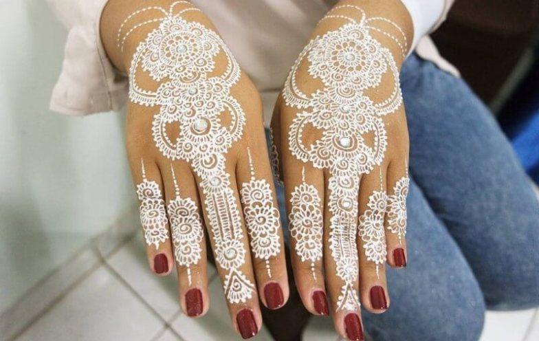 38 Henna Art Tangan In 2020 Glitter Henna Henna Art Mehndi Designs For Hands