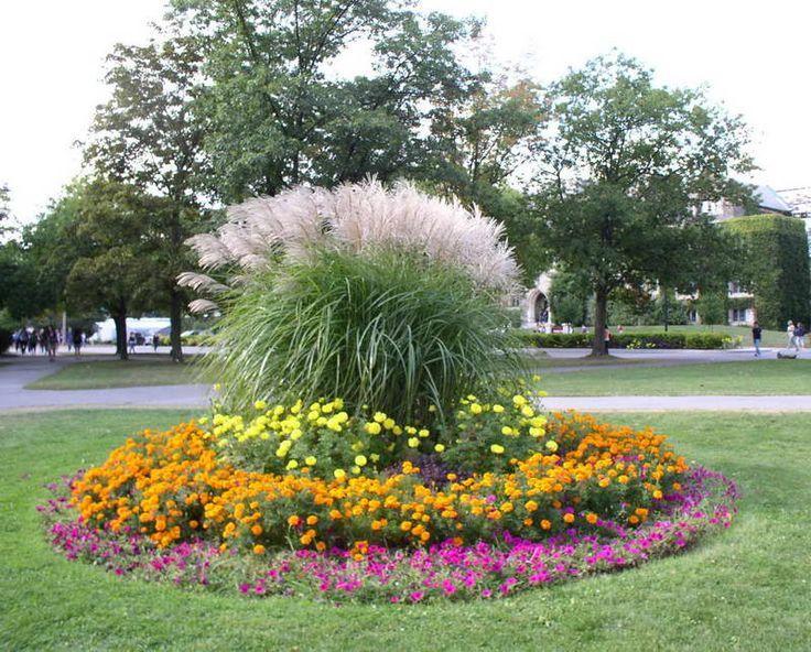 flower bed ideas flanking garage door - Google Search | Gardening ...