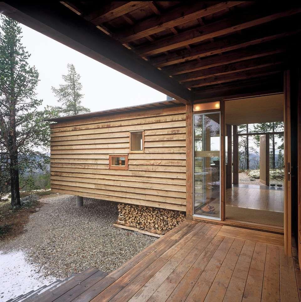 FJELLHYTTE I SÆRKLASSE: Arkitekt Carl-Viggo Hølmebakk har tegnet en familiehytte som i konstruksjon, materialer og farger tar hensyn til tomten og den praktfulle fjellnaturen.