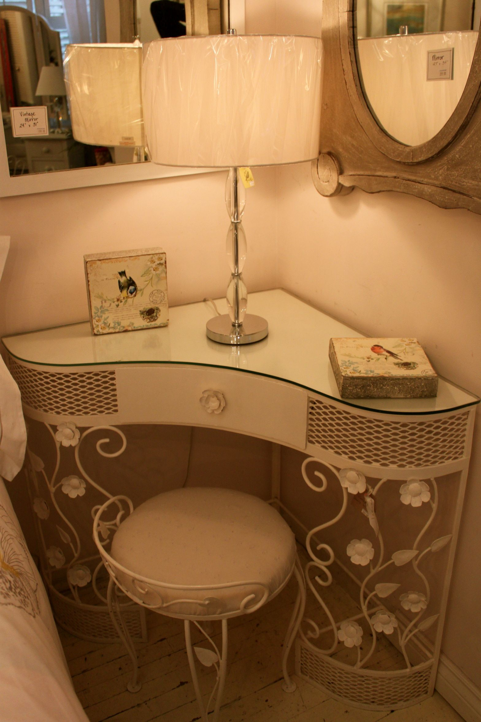 Vintage Vanity Love How Its A Corner One And I Would Have