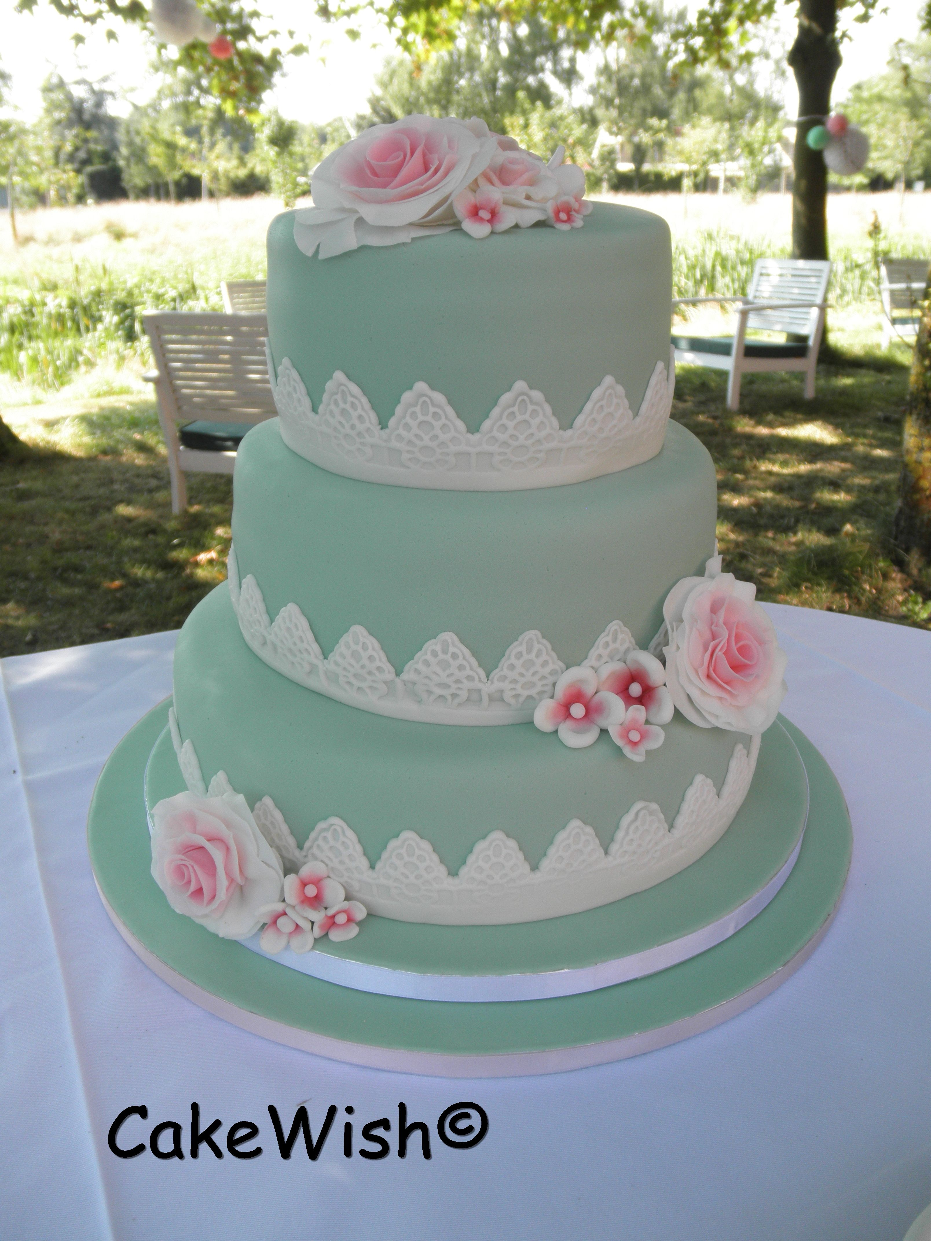 Soft green & roses by CakeWish©