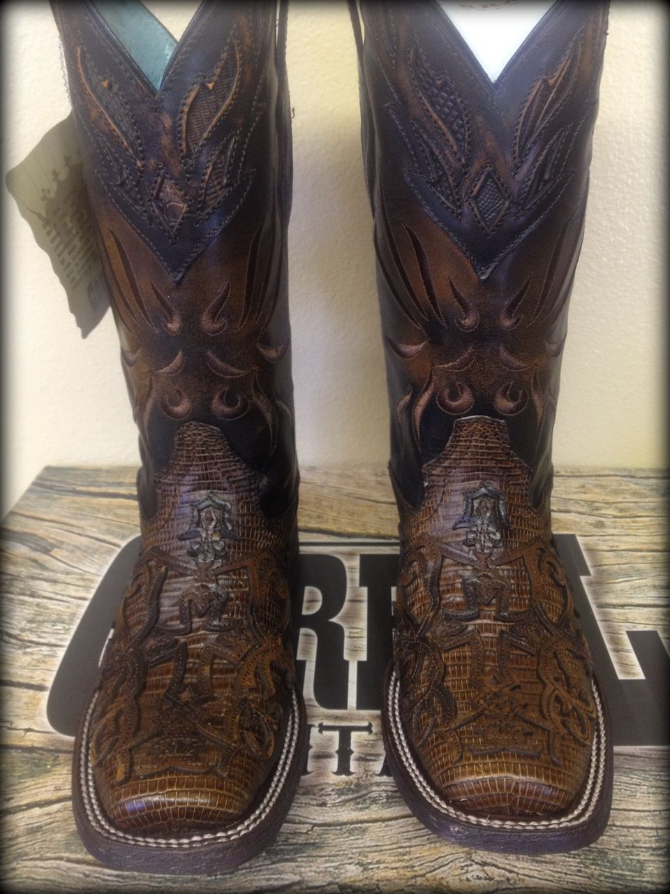 (http://www.fillyflair.com/corral-vintage-leather-lizard-inlay-square-toe-boots/)
