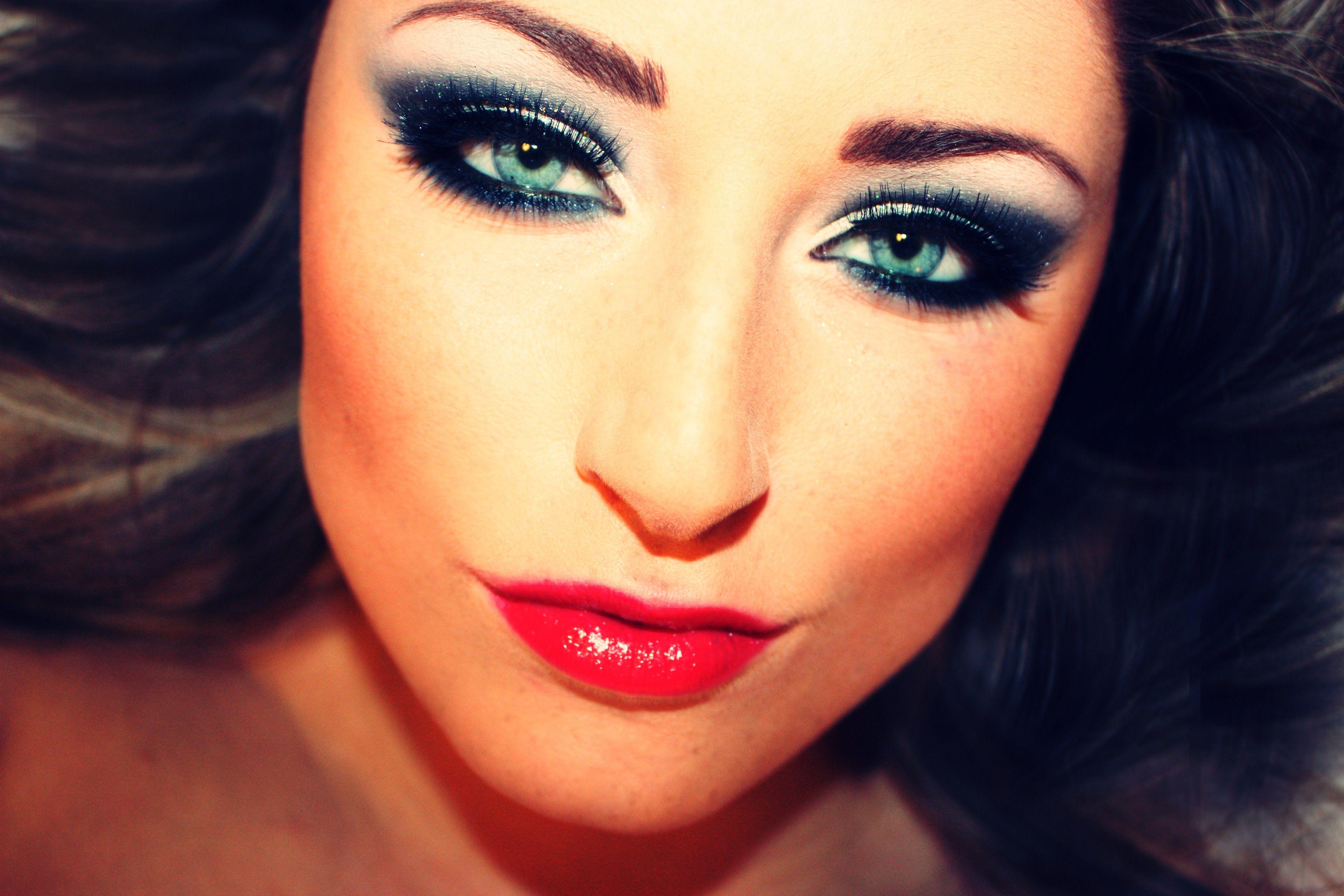 Pin by Jackie Romero on make up | Dark eye makeup, Natural