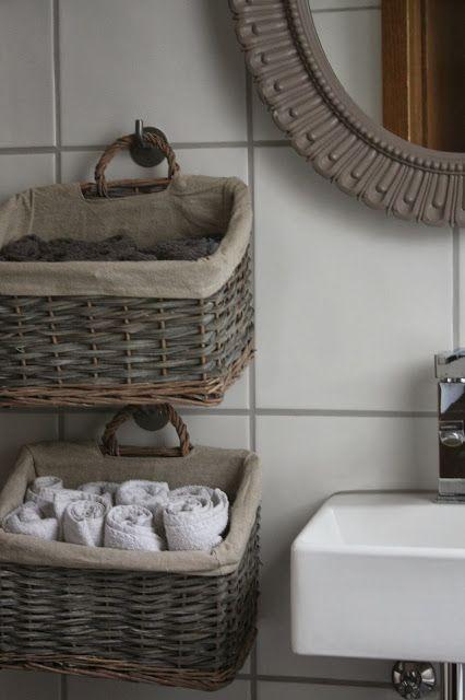 Hanging Baskets for Storage - Das kleine weisse Haus Geständnisse - wohnideen small bathroom