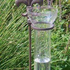 Nostalgischer Regenmesser Hyetometer Fleur De Lys Gartentipps
