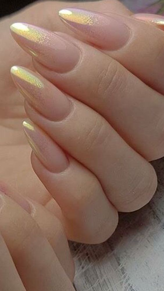 Holo Ombre Nail Art is the latest 2020 Manicure trend that's taking over the web - Hike n Dip