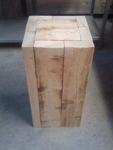 houten sokkel verbergt de gasfles.