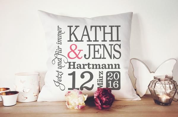 personalisiertes hochzeitskissen geschenke zur hochzeit kissen und hochzeitsgeschenke. Black Bedroom Furniture Sets. Home Design Ideas