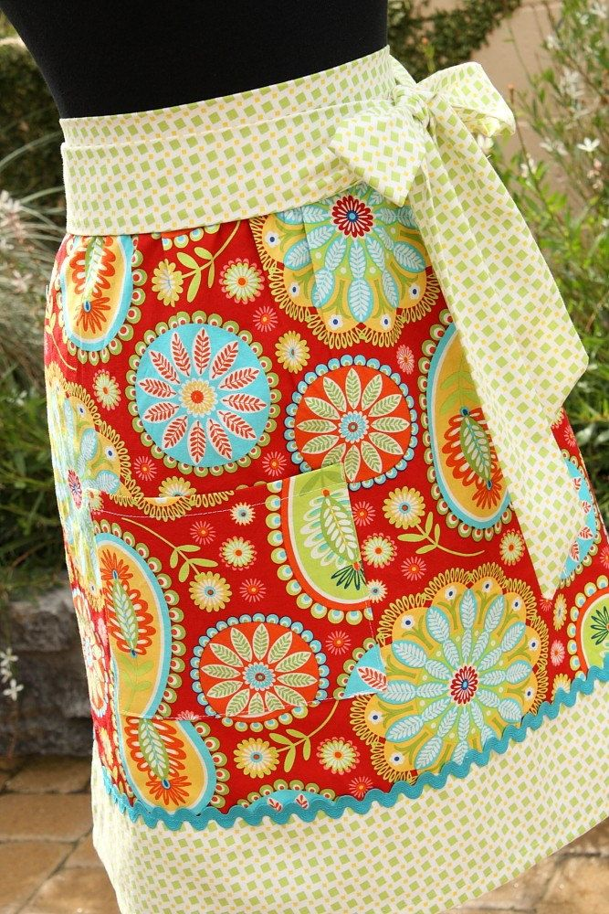 I love aprons, but I must admit that I never wear mine. Are they even very useful? Either way, they're pretty!