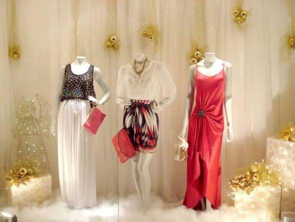 Vitrine de natal com decoraç u00e3o dourada [9] vitrines de loja Pinterest Vitrine de natal