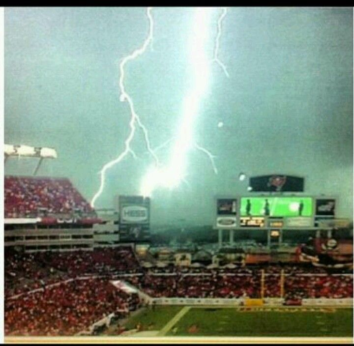 Lighting At The Tampa Bay Bucs Lightning Capital Of World So Cool Not In You Are A Field Alone
