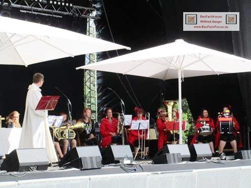 Musikprob Pfullendorf Seepark, BauFachForum Baulexikon Titel: Gottesdienst am Sonntag Morgen.