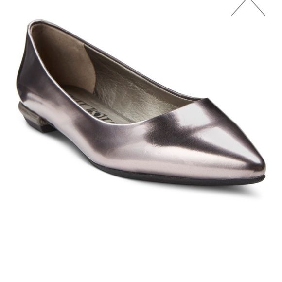 NWT•Sam & Libby• Halle• Pewter • Ballet Flats Stay stylish in the Women's Sam & Libby Halle Ballet Flats. These women's flats will look great from the office to a night out. The cushioned insoles will keep you comfortable all day long. Dress these women's ballet flats up with a skirt or dress, or keep them casual in skinny jeans. You'll love how these pointed toe shoes look on your feet. Sam & Libby Shoes Flats & Loafers