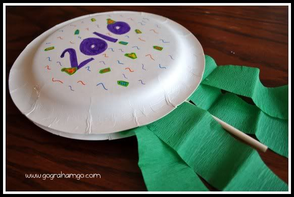 New Year's Craft for Kids {Noise Makers} | New year's ...