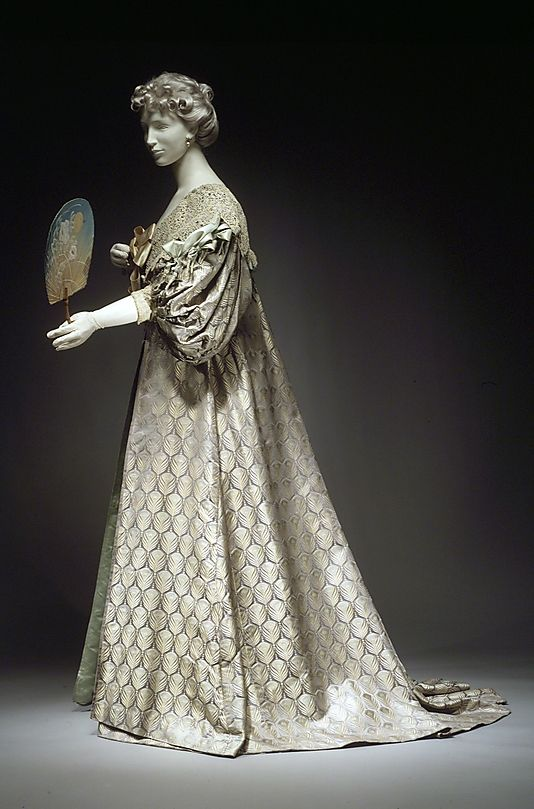 Worth Tea Gown, 1894, silk and cotton,The Met.  Very reminiscent of 17th century styling, which Worth liked to draw from,