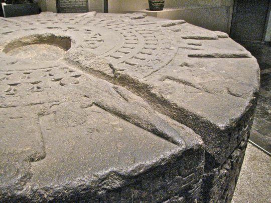 mayan sacrifice table - 540×405