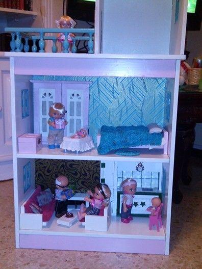 Mi modesta casa de muñecas. Para niña de cuatro años. Dollhouse.