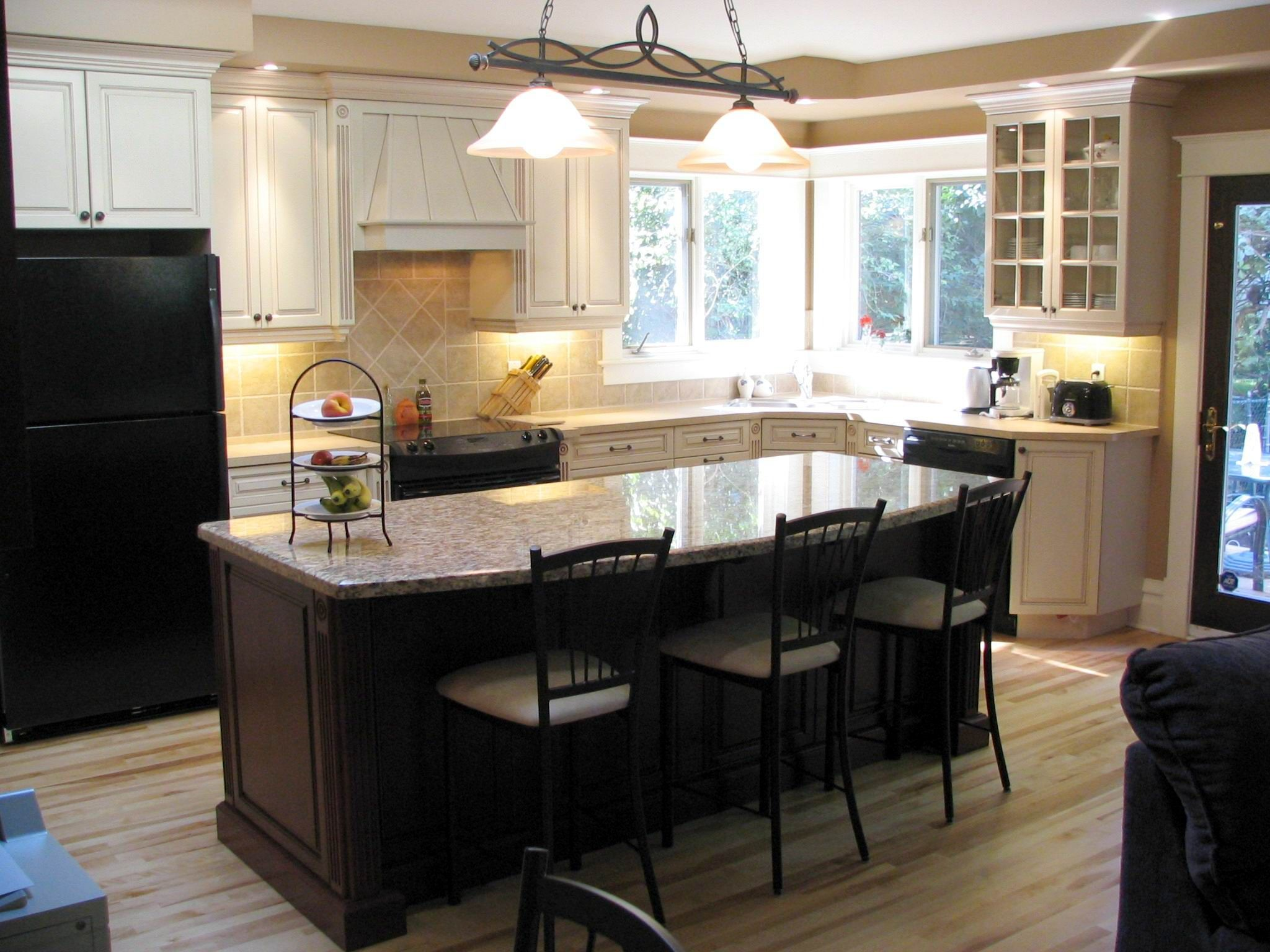 Kitchen Craft Marquis Maple Cabinets Seashell Lacquer W Mocha Glaze Cherry Bordeaux Island Kitchen Crafts Maple Cabinets Kitchen