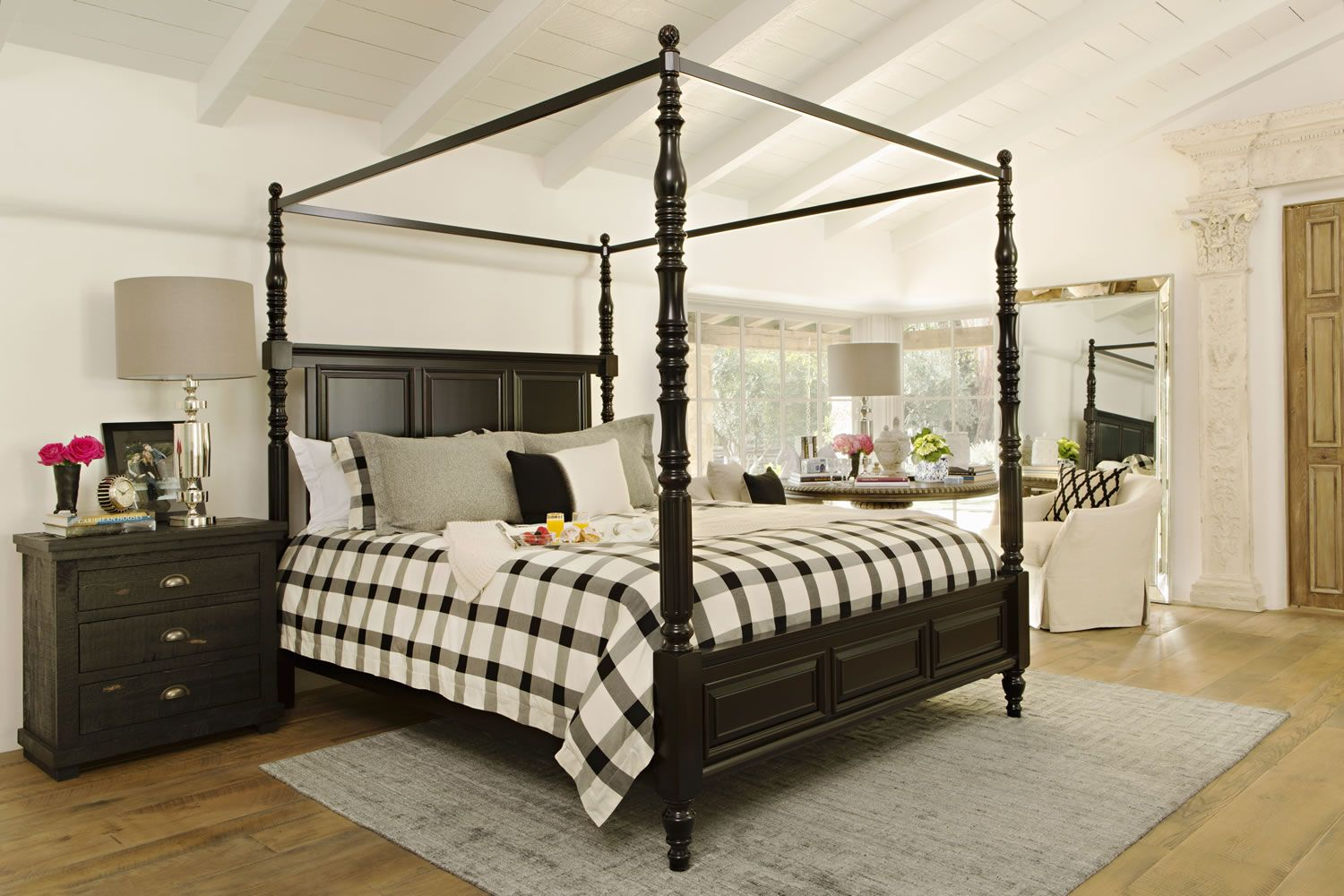 Jeff Lewis California king canopy bed, Chic bedroom