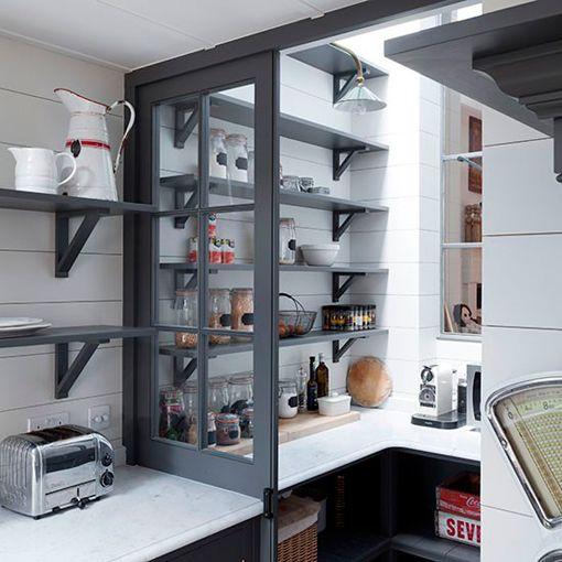 Baldas con escuadras triangulares para la despensa de la cocina ...