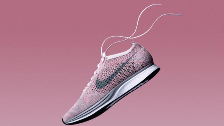 Hundimiento trono Inapropiado  Nike Flyknit Racer Macaron Pack Strawberry | Nike flyknit racer, Nike,  Sneakers