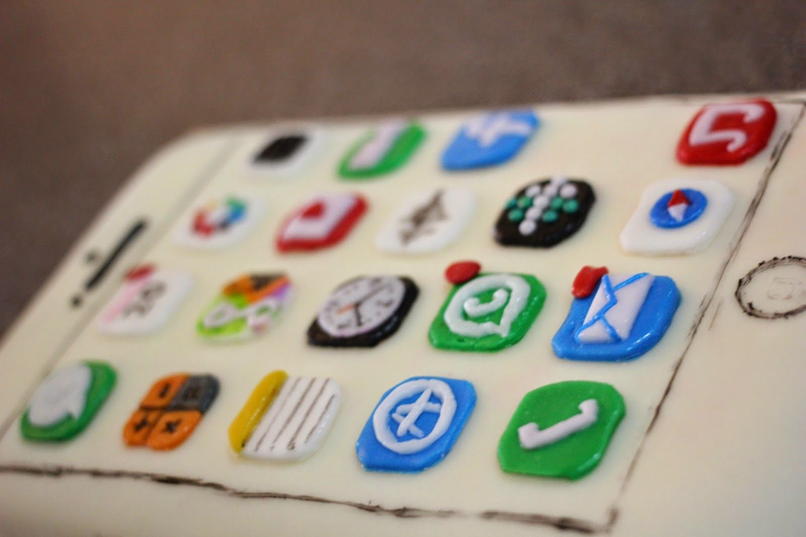 iPhone 6 plus cake launched