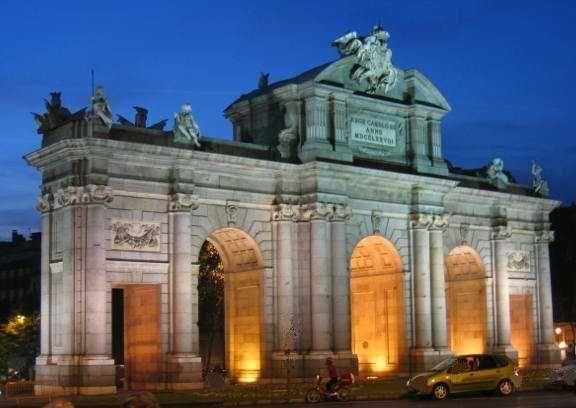 La Puerta de Alcalá es una de las cinco antiguas puertas reales que daban acceso a la ciudad de Madrid (España).1 La puerta daba acceso a aquellos viajeros que entraban antiguamente a la población desde Francia, Aragón o Cataluña.2 En la actualidad es una puerta monumental que se encuentra ubicada junto a la Fuente de Cibeles y el Parque del Retiro. Fue construida por mandato de Carlos II