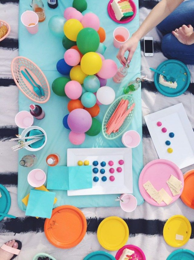 Diy balloon centerpiece really cute and simple birthday parties st party also table settings rh co pinterest