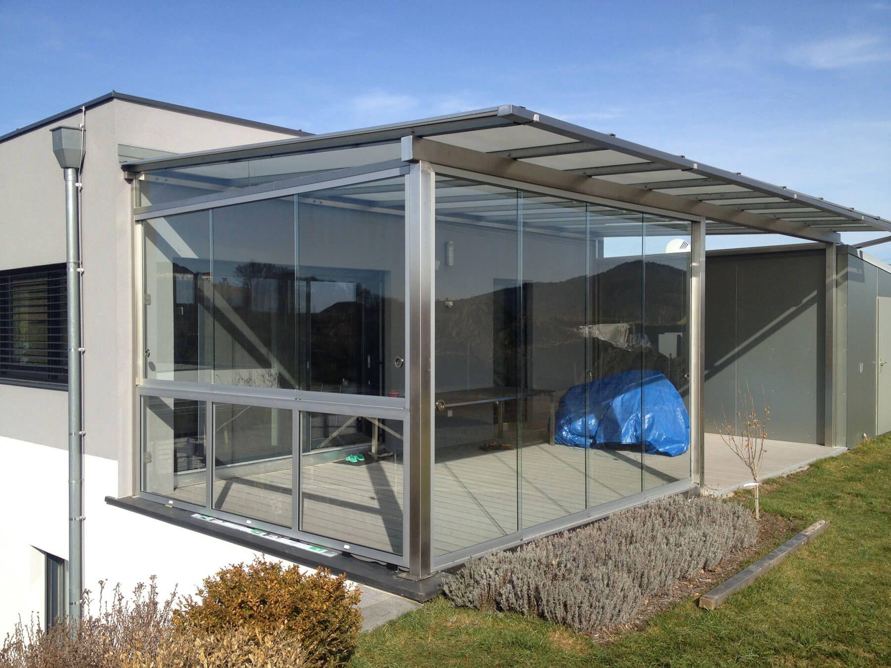 Moderne Terrassenüberdachung mit Schiebetür und Schiebefenster ...